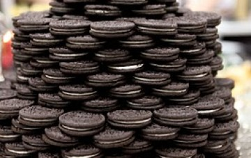 Forget Rich Tea Biscuits, How About an Oreo Wedding Cake?!