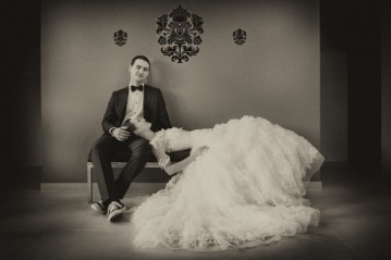 stylish bride and groom    matei horvath photography