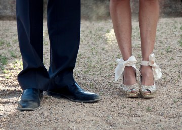 ribbon bow wedding shoes | percivale photography