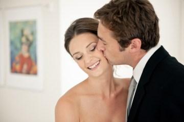stylish bride and groom   erin johnson photography