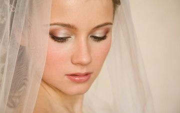 Beauty Tutorials & Make Up Tips For A Destination Wedding