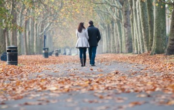 Autumnal Walk In The Park, Vintage 1940s Engagement Shoot