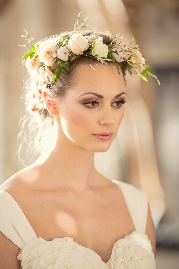 15 ideas for Fresh Flower Wedding Hair | Bridal Musings Wedding Blog 11