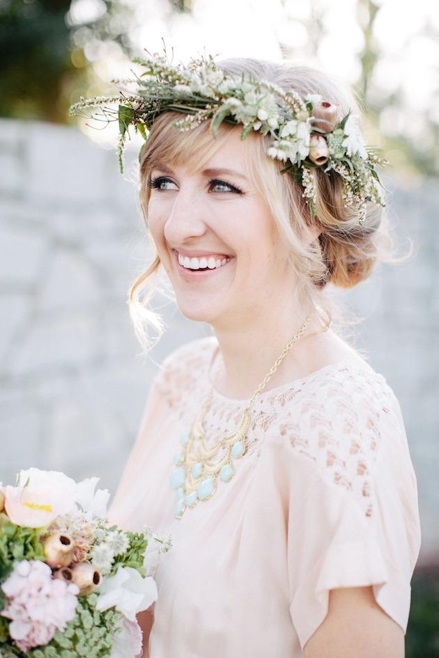 15 ideas for Fresh Flower Wedding Hair | Bridal Musings Wedding Blog 12