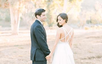Stylish & Romantic Jewish Vineyard Wedding