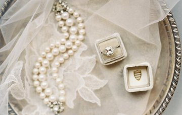 How To Shop for Vintage and Antique Jewellery for your Wedding