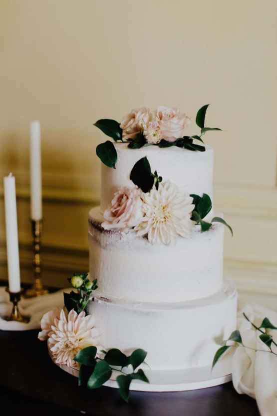 Romantic Rainy Day Wedding With Beautiful Decor