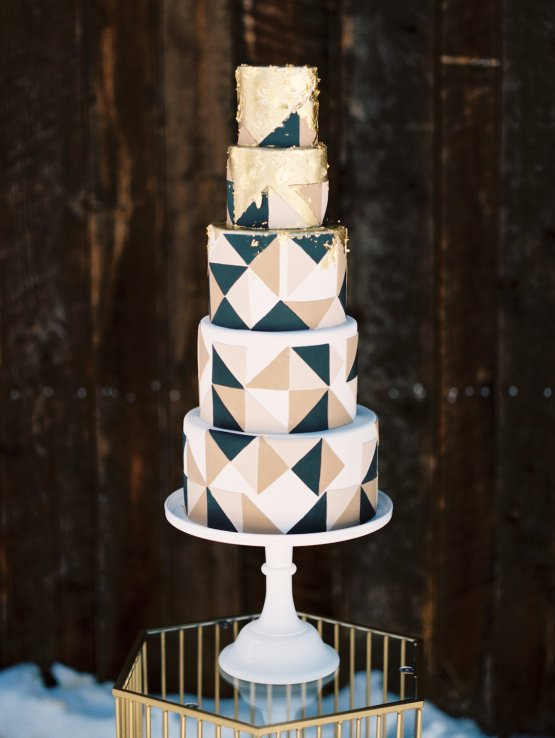 Contemporary Winter Wedding Inspiration by Rachel Havel and BluebirdProductions 16