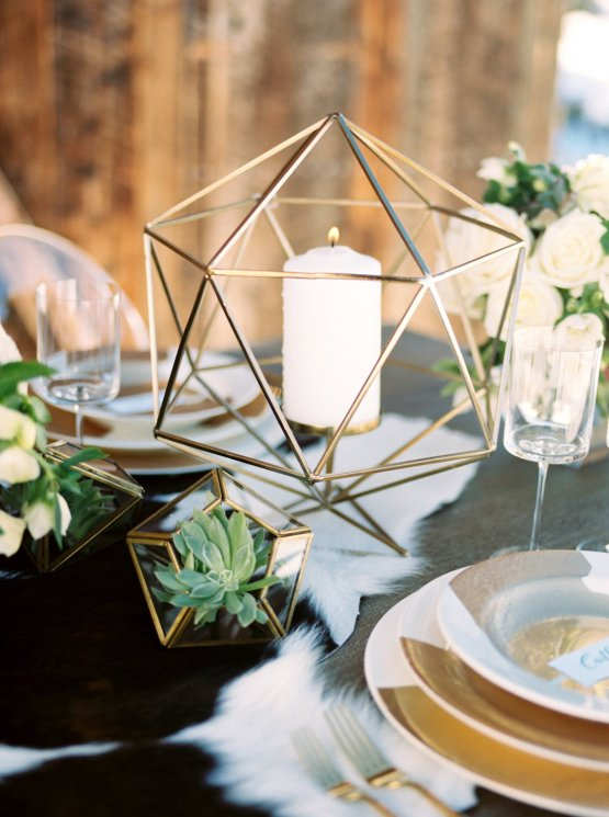 Contemporary Winter Wedding Inspiration by Rachel Havel and BluebirdProductions 21