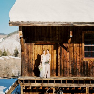 Contemporary Winter Wedding Inspiration by Rachel Havel and BluebirdProductions 38