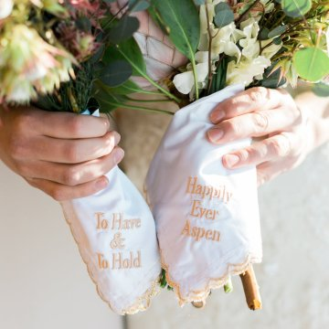 Contemporary Winter Wedding Inspiration by Rachel Havel and BluebirdProductions 4