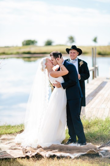 Fun, Scenic, Lakeside Wedding with Dried Floral Bouquets | Studio 1208 33