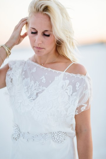 Fun, Scenic, Lakeside Wedding with Dried Floral Bouquets | Studio 1208 50