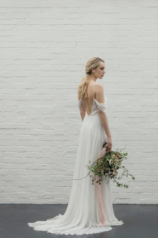Modern Minimalist Styled Shoot Featuring Gowns For The Natural Bride | Cinzia Bruschini 15