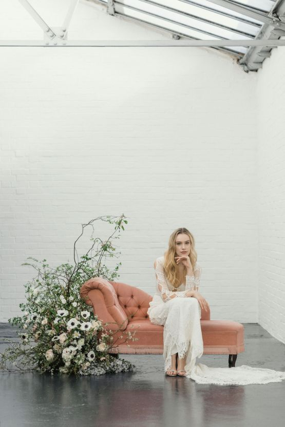 Modern Minimalist Styled Shoot Featuring Gowns For The Natural Bride | Cinzia Bruschini 44