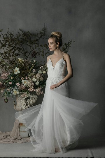 Modern Minimalist Styled Shoot Featuring Gowns For The Natural Bride | Cinzia Bruschini 58