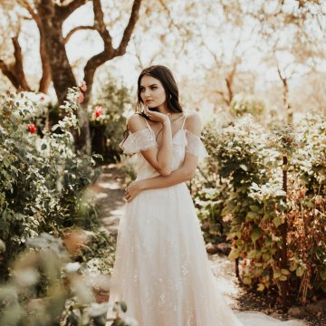 The Luxurious & Bohemian Ember Dusk Spring 2018 Collection from Tara Lauren | Anni Graham 11