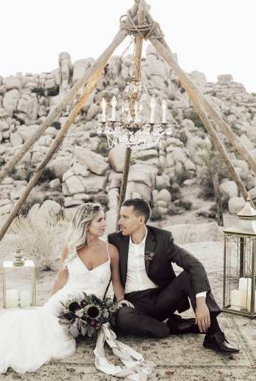 Boho Chic Elopement Inspiration with a Cool Teepee Altar | Maya Lora Photography 24
