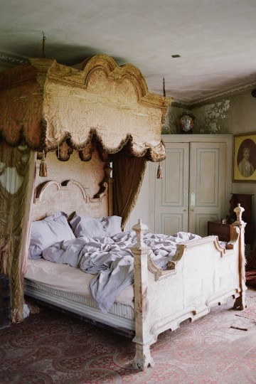 Opulent Wedding Romance In A Historic English Estate | Taylor and Porter 16