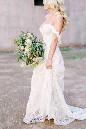 Luxurious Green & Gold Wedding Inspiration | Saje Photography 16