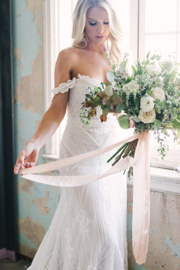 Luxurious Green & Gold Wedding Inspiration | Saje Photography 24