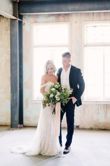 Luxurious Green & Gold Wedding Inspiration | Saje Photography 25