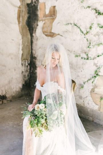 Luxurious Green & Gold Wedding Inspiration | Saje Photography 37
