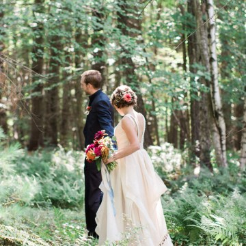 Colorful Vermont Lodge Wedding (With Sparkler Magic!) | Molly Lichten Photography 18