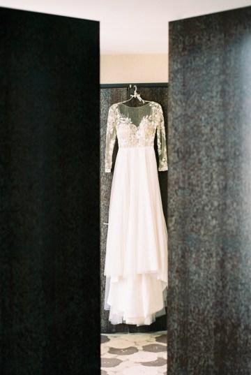 Gorgeous Chicago Ivy Room Wedding | Kristin La Voie Photography 16