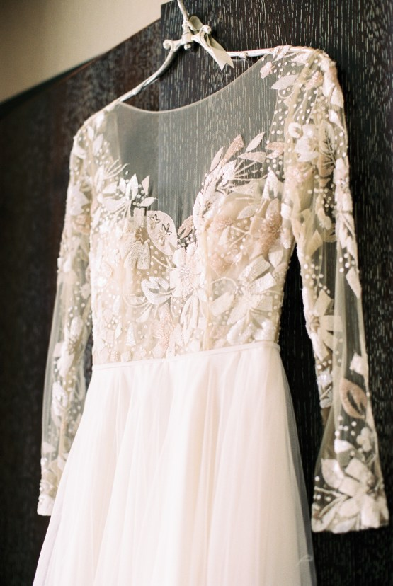 Gorgeous Chicago Ivy Room Wedding   Kristin La Voie Photography 22