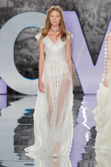 The Sexy & Embellished New Yolan Cris Wedding Dress Collections | INCAHUASI (1)