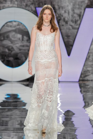 The Sexy & Embellished New Yolan Cris Wedding Dress Collections | SAGRA (1)