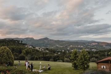 Rustic Barcelona Wedding Featuring Chic Bridal Separates | Visual Foto 19