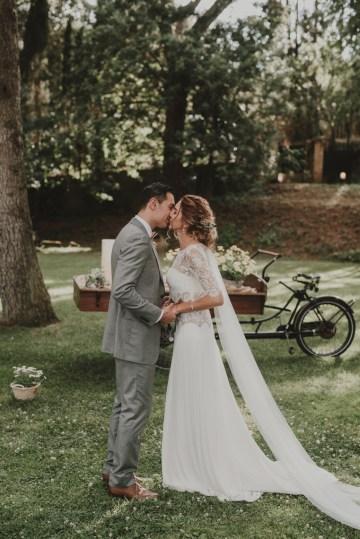 Rustic Barcelona Wedding Featuring Chic Bridal Separates | Visual Foto 29
