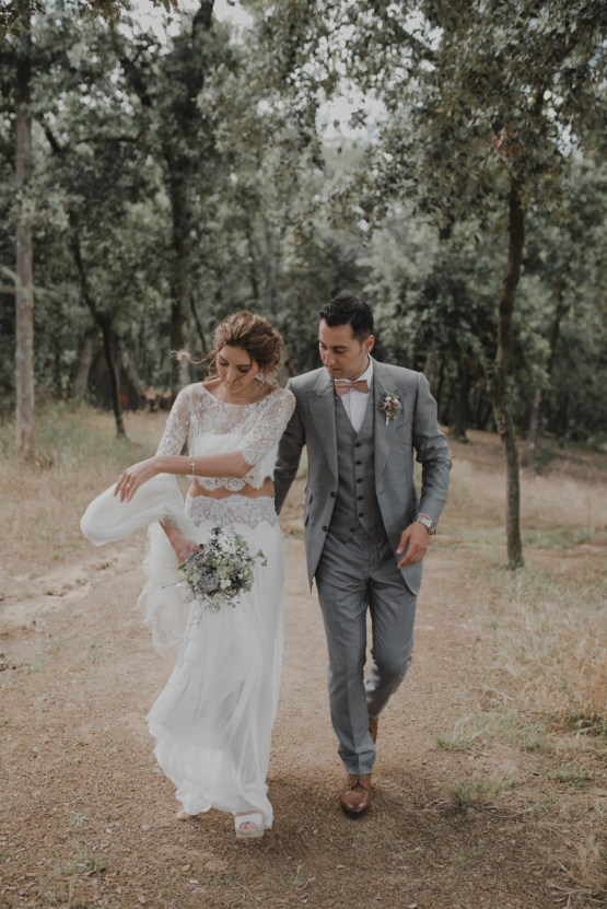 Rustic Barcelona Wedding Featuring Chic Bridal Separates | Visual Foto 34