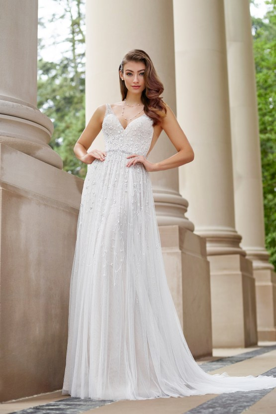 The Best Wedding Dresses For Your Zodiac Sign | Mon Cheri Bridals 4