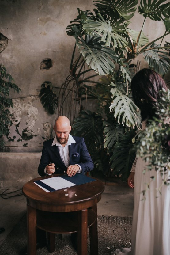 Monstera Leaves & Artichokes; A Hip Slovenian Wedding | Karen Willis Holmes Bridal | Aljosa Videtic 23