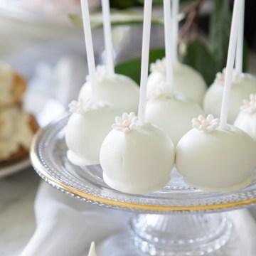 Swanky London Wedding Inspiration Filled With Pretty Dessert Ideas | Amanda Karen Photography 31