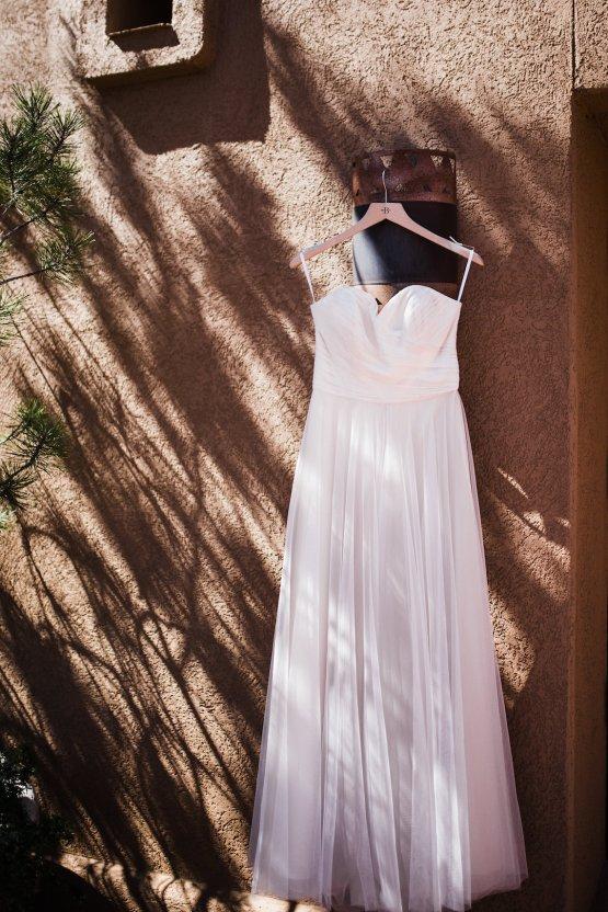 Casual Sedona Red Rocks Wedding (With A Sweet Blush Wedding Dress) | Julia Kinnunen Photography 10