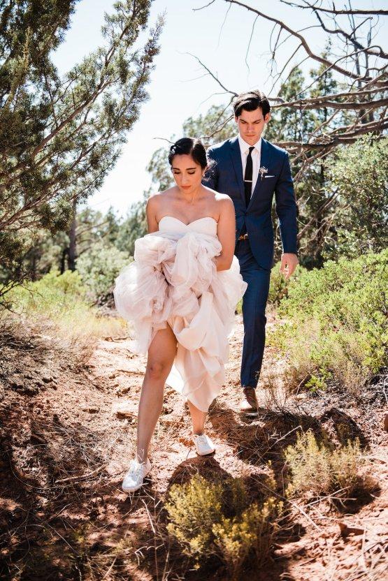 Casual Sedona Red Rocks Wedding (With A Sweet Blush Wedding Dress) | Julia Kinnunen Photography 25