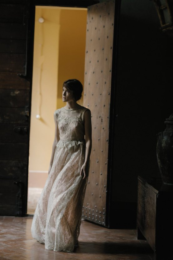 Ancient Rome Meets Mod Yellows & Sophisticated Black In This Timeless Wedding Inspiration | Cinzia Bruschini 31