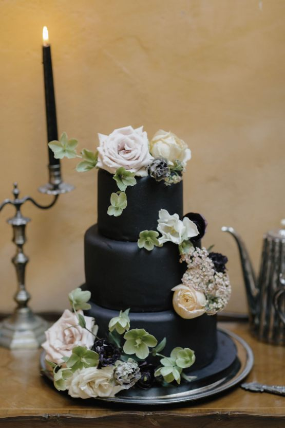 Ancient Rome Meets Mod Yellows & Sophisticated Black In This Timeless Wedding Inspiration | Cinzia Bruschini 38