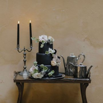 Ancient Rome Meets Mod Yellows & Sophisticated Black In This Timeless Wedding Inspiration | Cinzia Bruschini 8
