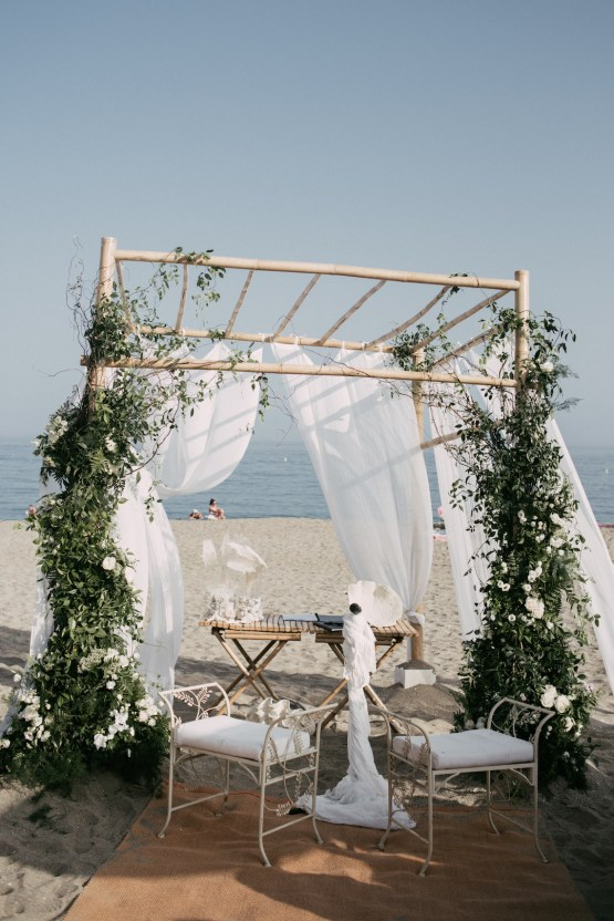 Relaxed All-White Spanish Beach Wedding With Seriously Glamorous Bridal Beauty Style | Sara Lobla Photography 30