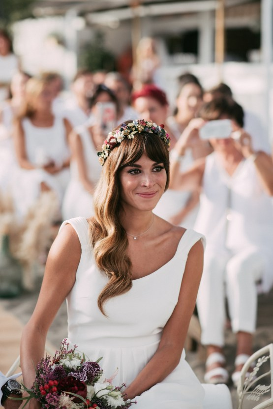 Relaxed All-White Spanish Beach Wedding With Seriously Glamorous Bridal Beauty Style | Sara Lobla Photography 35