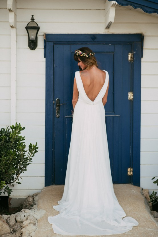 Relaxed All-White Spanish Beach Wedding With Seriously Glamorous Bridal Beauty Style | Sara Lobla Photography 39