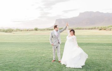 Intimate & Scenic Arizona Wedding With Tuscan Charm