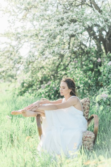 Beltane Goddess Bridal Inspiration With Lilacs And Horses – Gabriela Jarkovska 30