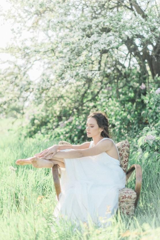 Beltane Goddess Bridal Inspiration With Lilacs And Horses – Gabriela Jarkovska 30