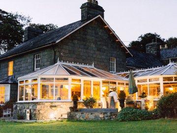 Intimate & Idyllic Wales Country House Wedding | Heledd Roberts Photography 58
